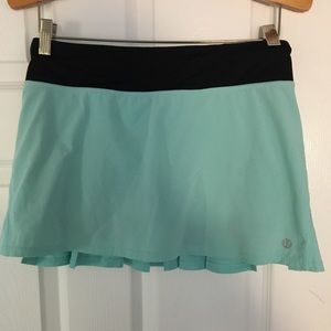 Lululemon 4 aqua running or tennis skirt perfect